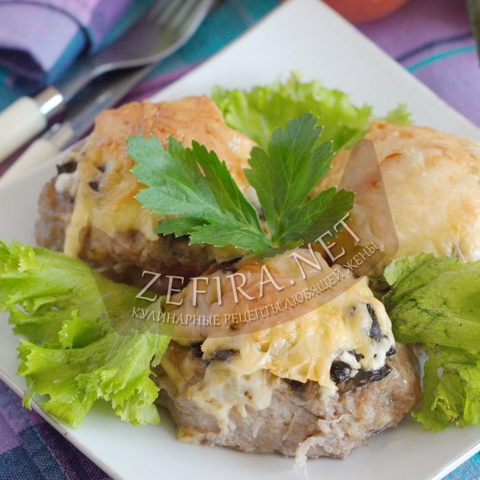 Гнезда из фарша с грибами и яйцом под сыром