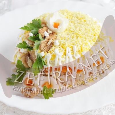 Салат с курицей, яйцом и грецкими орехами «Королевский»