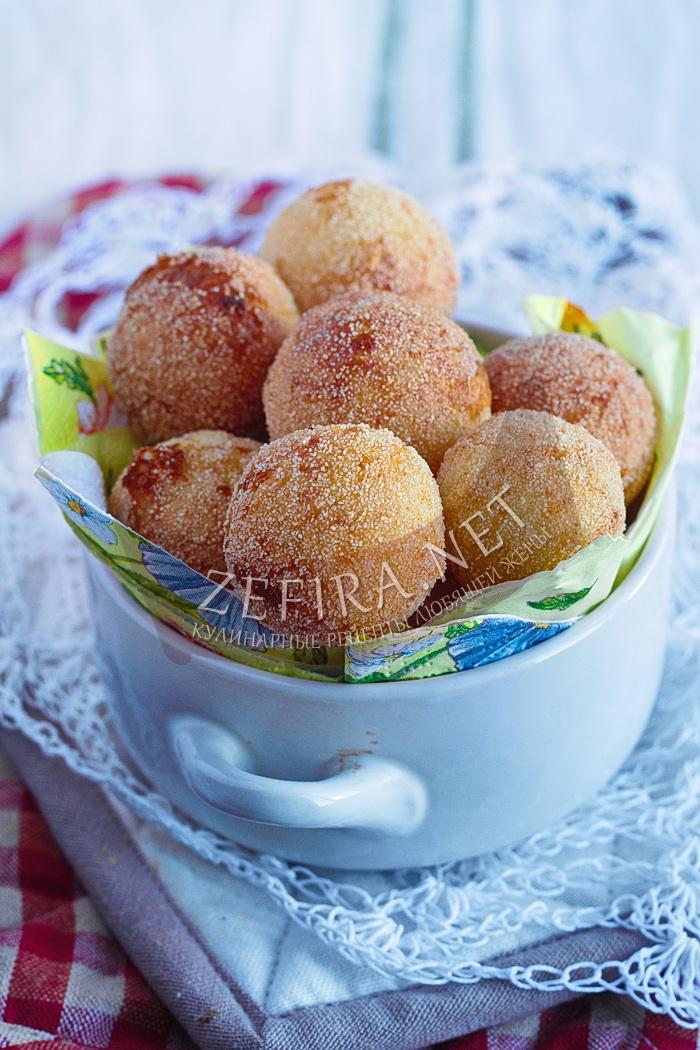 Пышные и воздушные пончики из творога с манкой, жареные в масле - рецепт и фото