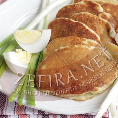 Вкусные пышные оладьи с яйцом и зеленью