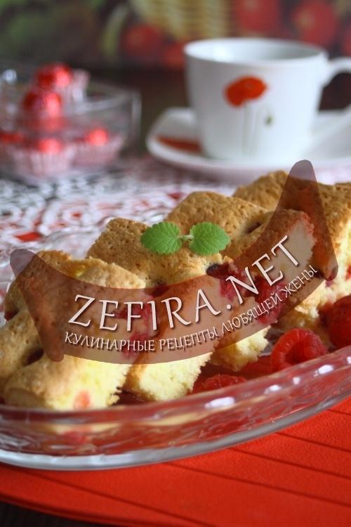 Самая вкусная альтернатива шарлотке — бисквитный пирог с малиной