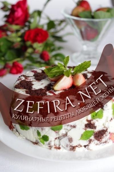Шоколадный торт с клубникой и желе из творога