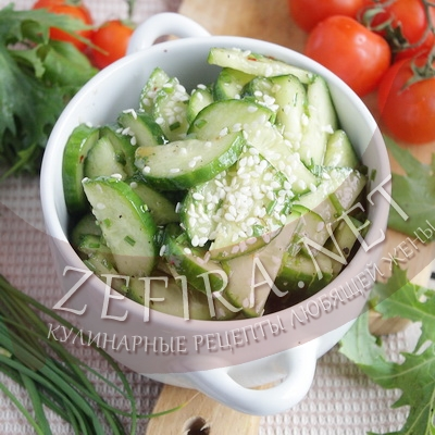 Вкусный и пикантный салат со свежими огурцами