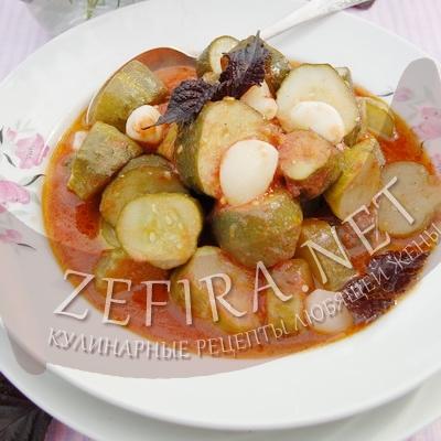 Консервированные огурцы в томате – салат на зиму
