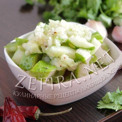 Оригинальный салат из битых огурцов