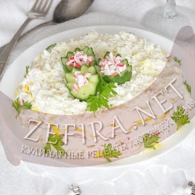 Вкусный слоеный салат с крабовыми палочками и яйцом «Нежный»