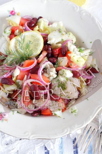 Салат из отварной рыбы с овощами и фасолью - рецепт и фото