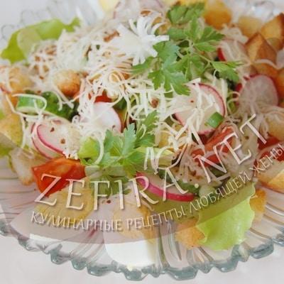 Салат из редиса с огурцом, яйцом и сухариками