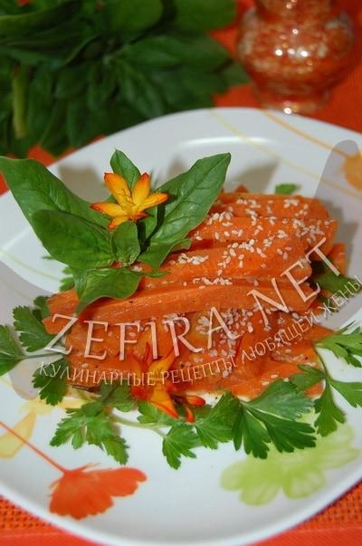 Тушеная морковь на сковороде - рецепт и фото