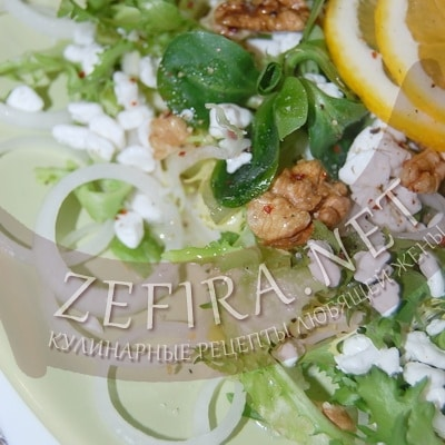 Зеленый салат с творогом