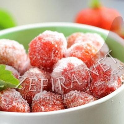 Как заморозить клубнику на зиму: 2 оптимальных способа заморозки ягоды