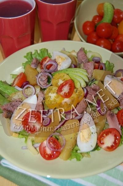 Овощной салат с тунцом и картофелем - рецепт и фото