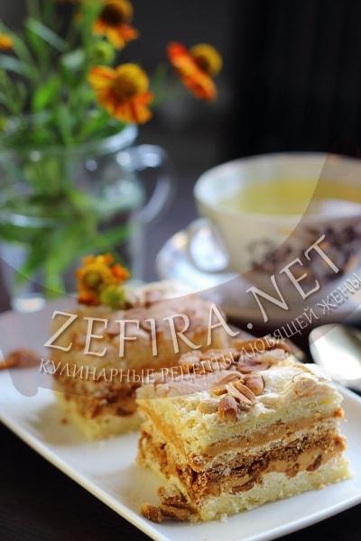 Торт «Сникерс» со сгущенкой и арахисом, рецепт с фото — Вкусо.ру | 600x400