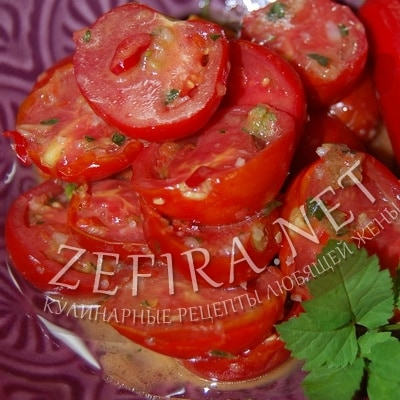 Быстрые маринованные помидоры с чесноком