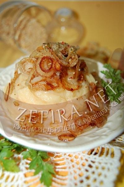 Гороховая каша с жареным луком и сухариками - рецепт и фото