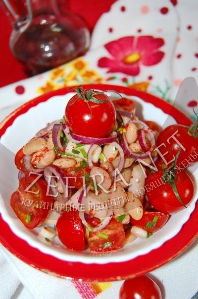 Салат с яблоками и фасолью консервированной