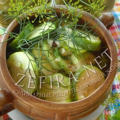 Салат на зиму из кабачков с огурцами, зеленью и чесноком