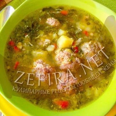Щавелевый суп с фрикадельками и разбитым яйцом
