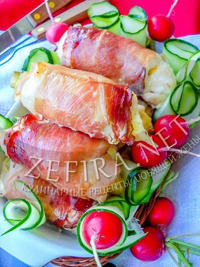 Куриное филе в беконе с сыром - рецепт и фото