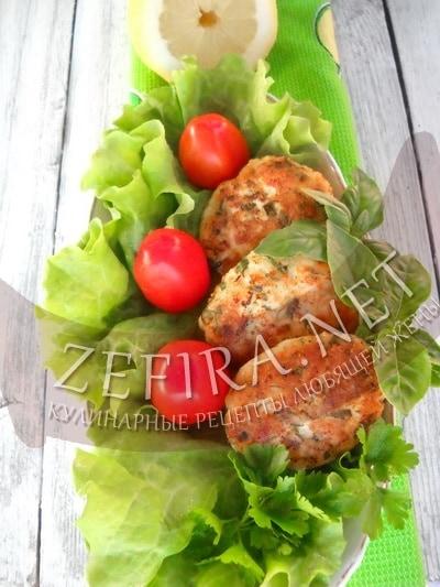 Куриные котлеты из куриного филе с сыром и зеленью - рецепт и фото