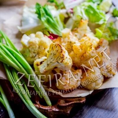 Диетическая цветная капуста в духовке с чесноком и зеленью