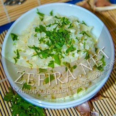 Жареный рис с чесноком и яйцами по-японски