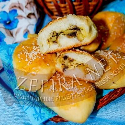Дрожжевые пирожки с картошкой и грибами в духовке