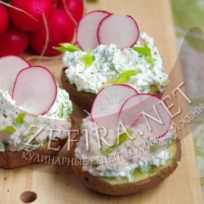 Запеченная в фольге в духовке картошка — рецепт с творогом и зеленью
