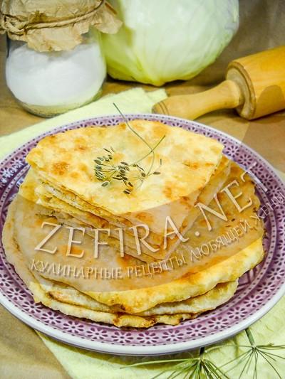 Вкусные тонкие лепешки с капустой на сковороде - рецепт и фото