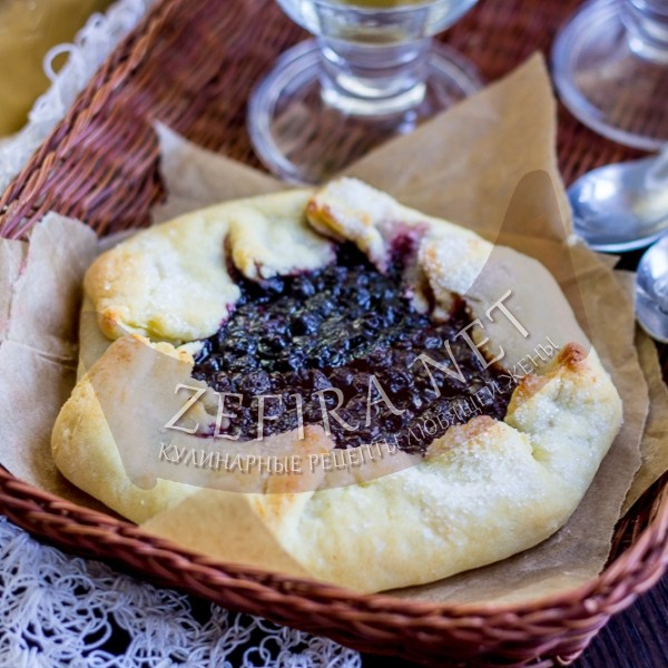 Открытый пирог галета с черникой