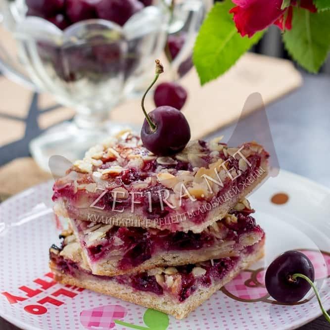 Постный песочный пирог с вишней на растительном масле