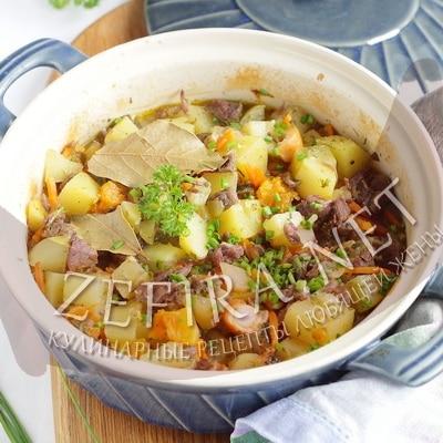 Мясо с грибами и картошкой в горшочке