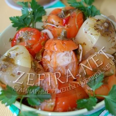 Маринованный перец, фаршированный овощами – капустой и морковью