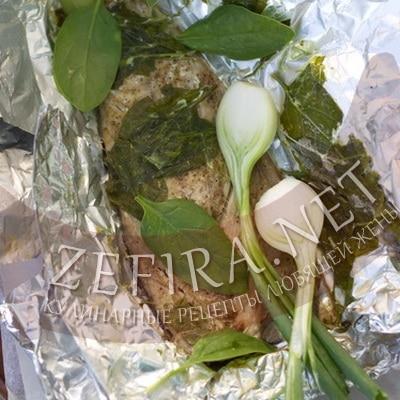 Скумбрия со шпинатом на гриле