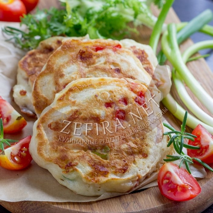Вкусные оладьи с колбасой и сыром на кефире