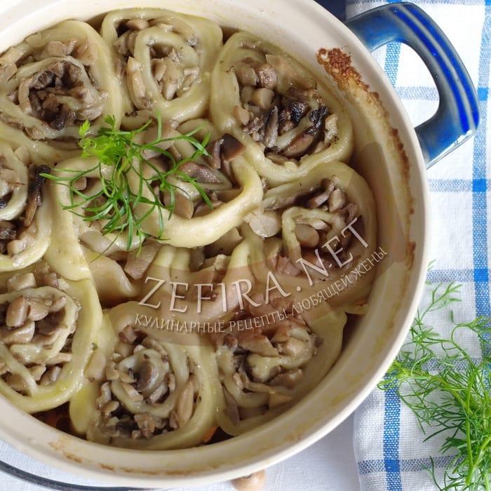 Постный рецепт приготовления рулетиков из теста с грибами