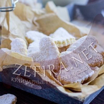 Рассыпчатое печенье на сметане с сахарной пудрой