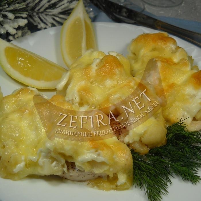 «Курица под снежным сугробом» – рецепт куриного филе с цветной капустой и моцареллой