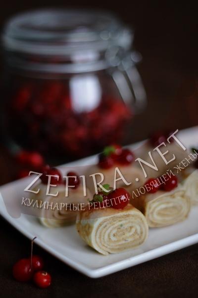 Блины с печеночным паштетом и клюквенным соусом - рецепт с фото