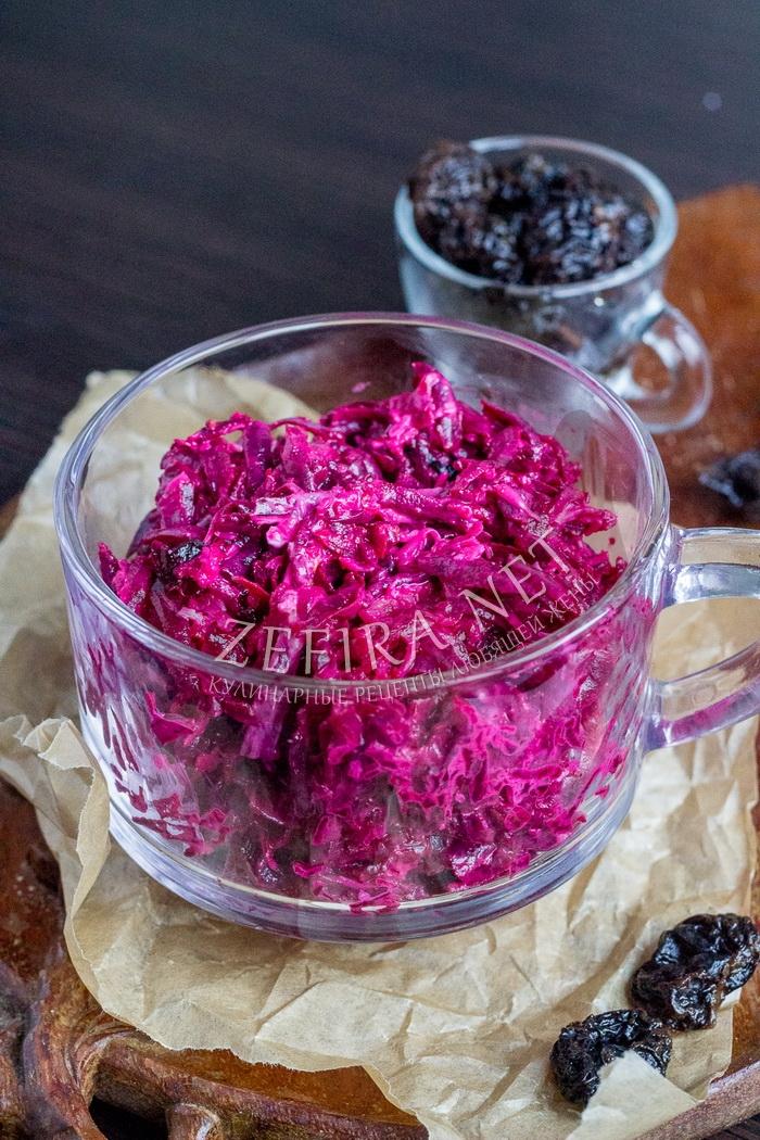 Салат из свеклы с черносливом, сыром и чесноком - рецепт с фото