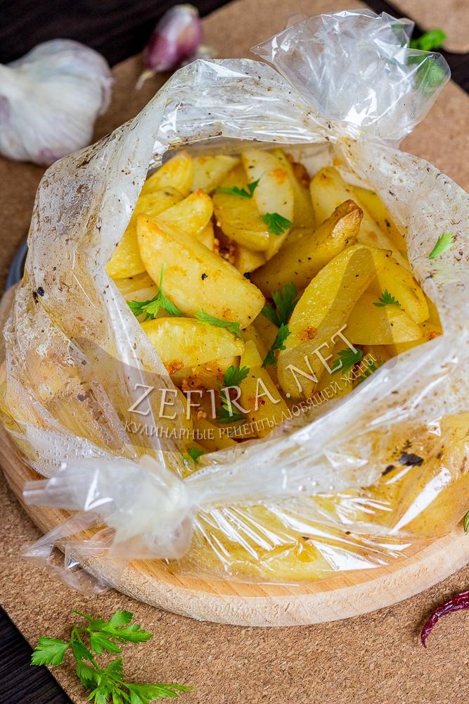 Картошка в пакете для запекания в духовке - рецепт с фото
