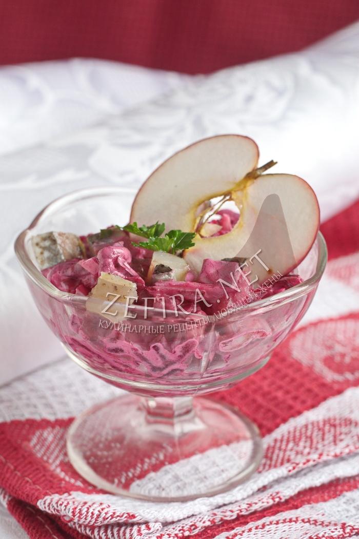 Салат с селедкой, свеклой и яблоком - рецепт с фото