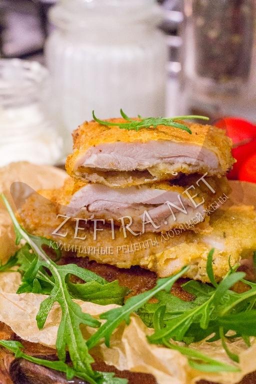 Отбивные из куриных бедер в кляре на сковороде - рецепт с фото