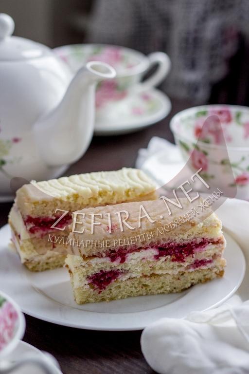 Бисквитный торт с малиной и творожным кремом