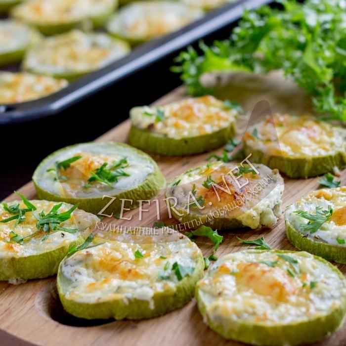 Кабачки, запеченные в духовке с сыром и чесноком