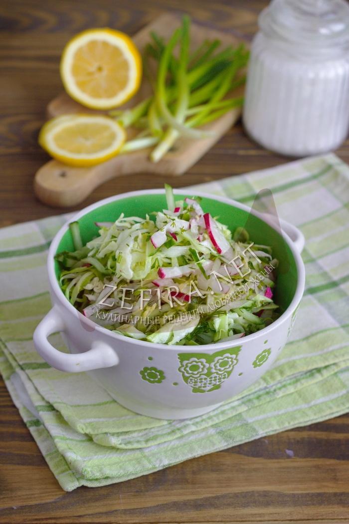 Свежий салат из капусты, огурца и редиса - рецепт с фото