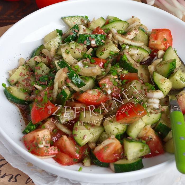 Салат со свежим огурцом, помидором и маслом