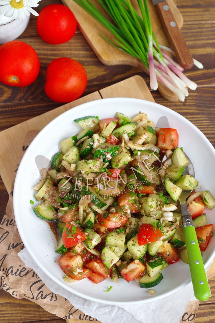 Салат со свежим огурцом, помидором и маслом - рецепт с фото