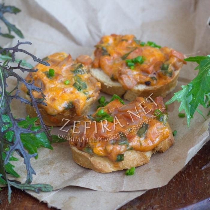 Горячие бутерброды с колбасой, сыром и яйцом в духовке