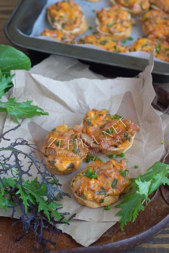 Горячие бутерброды с колбасой, сыром и яйцом в духовке - рецепт и фото
